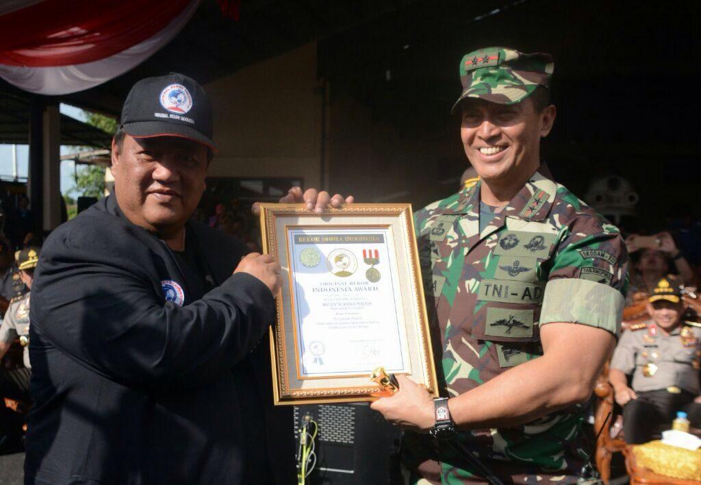 Pangdam XII/Tpr Terima Penghargaan ORI Award Dari Presiden ORI