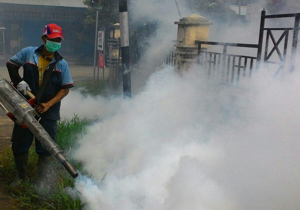 Dinkes Sanggau Gencar Sembur Asap Anti Nyamuk Demam Berdarah