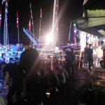 Saksikan Meriam Karbit, Ratusan Warga Penuhi Jalan Tepian Sungai Kapuas