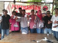 Jelang Hari Raya , Ketua Fraksi PDI Perjuangan Bagikan 1,5 Ton Ikan Bandeng
