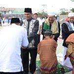 KOMANDAN LANTAMAL XII  LAKSANAKAN SHALAT IED 1 SYAWAL 1438 H BERSAMA MASYARAKAT