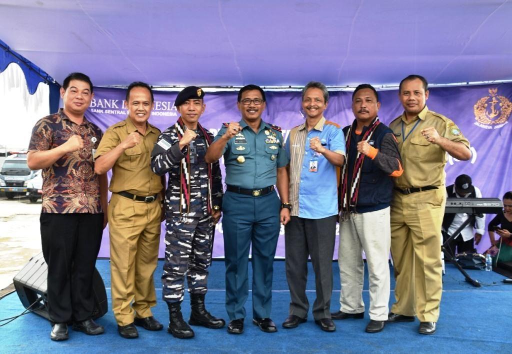 DANLANTAMAL XII PONTIANAK SAMBUT KRI LEMADANG-632 MENGANGKUT TIM EKSPEDISI LAYANAN TERDEPAN, TERLUAR DAN TERPENCIL (3T)  BANK INDONESIA