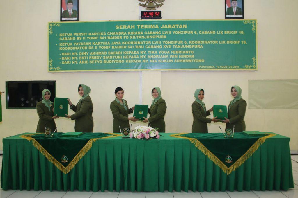 Ketua Persit KCK PD XII/Tpr Pimpin Sertijab Ketua Cabang Jajaran