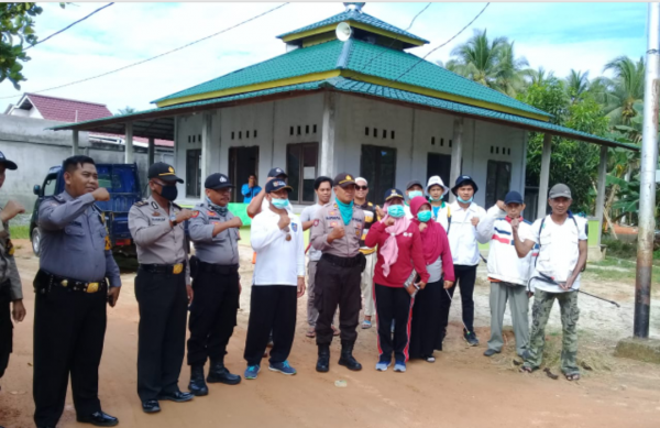 FPI Mempawah Semprotkan Disinfektan Cegah Covid 19 ke Rumah Ibadah