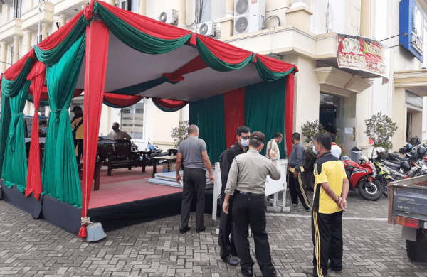 "Polsek Pontianak Kota Dirikan Satu Buah Pos Pengamanan Dalam Rangka Operasi Terpusat ""Lilin Kapuas 2020"""