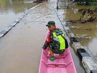 Peduli Warga Terdampak Banjir, Babinsa Bangum Lakukan Monitoring Wilayah