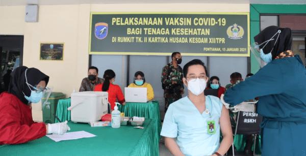 Lawan Corona, 26 Tenaga Kesehatan Rumah Sakit Tk. II Kartika Husada Terima Vaksin
