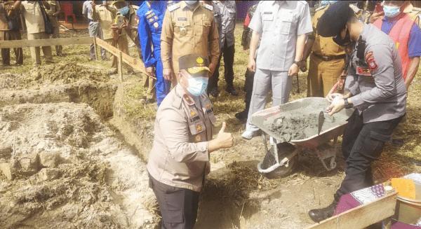 Peletakan batu Pertama Pembangunan Polsek Tertentang Oleh Waka Polda kalbar Brigjen Pol Asep Safrudin, S.I.K, M.H.
