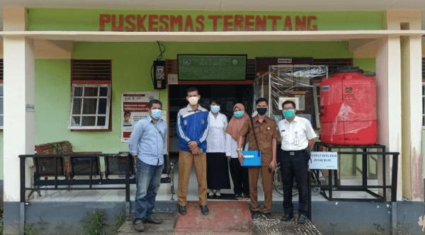 Personil Polsek Terentang Polres Kubu Raya Laksanakan Pengawalan Pendistribusian Vaksin Covid-19 Ke Puskesmas