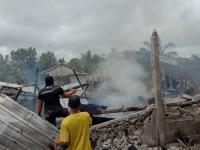 Aksi Cepat Tanggap Personel Satgas Yonif 642/Kps Padamkan Kebakaran Rumah Warga