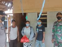 Babinsa Koramil Jungkat bersama Bhabinkamtibmas Kawal Penyaluran Sembako Murah
