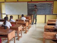 Menjadi Tenaga Pendidik, Upaya Satgas Yonif 407 Cerdaskan Anak Perbatasan