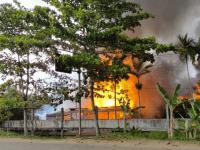 Polres Kubu Raya Bersama POM DAM XII Tanjungpura lakukan Pengusutan Terbakarnya Tiga Unit Rumah Asrama Gatot 2