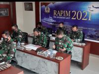 KOMANDAN LANTAMAL XII BESERTA PJU LANTAMAL XII MENGIKUTI RAPIM TNI AL TAHUN 2021 SECARA VIRTUAL DARI MABES TNI AL