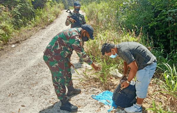 Perketat Wilayah Perbatasan, Satgas Yonif 642 Amankan PMI Non Prosedural dan Miras