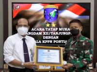 Kodam XII/Tpr Terima Dua Penghargaan Sekaligus Dari KPPN Pontianak