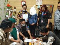 Kades Alfian Puji Kinerja DPC SBMI Mempawah Dengan Acungan Jempol