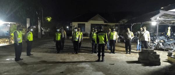 Polsek Sungai kakap Patroli Blue Night himbau upaya pencegahan penyebaran Covid 19 dan Antisipasi Tindak Pidana