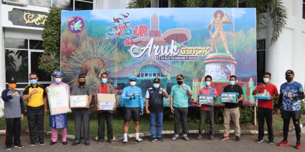 Pangdam XII/Tpr serta Cyclist Tanjungpura Cycling Club Berhasil Selesaikan Etape Pertama Tour De Aruk G310K
