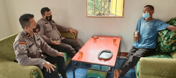 Satgas Ops Preemtif Polres Kubu Raya Kerjasama Dengan kelompok Tani Sido Mulyo Desa Limbung Tangani Karhutla