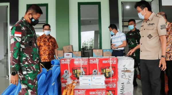 Bantu Tangani Karhutla, Kodam XII/Tpr Terima Bantuan Alat Damkar dari Pengusaha Kalbar Peduli