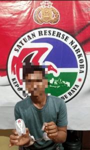 Satresnarkoba Polres Kubu Raya Amankan Seorang Pria Pengedar Narkoba Di Sungai Raya
