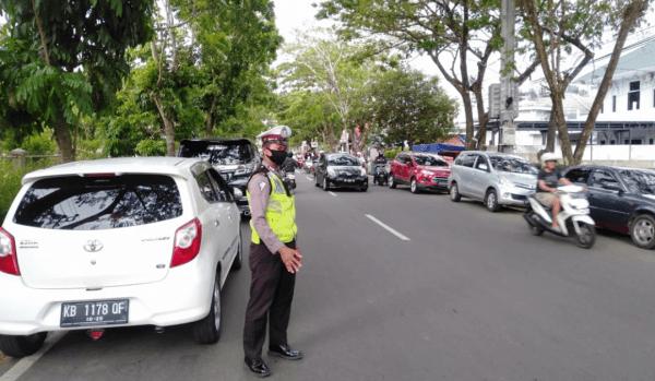Ziarah Kubur Jelang Bulan Ramadhan 1442 H, Polsek Pontianak Kota Lakukan Pengaturan Arus Lalulintas