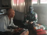 Sambangi Rumah Warga, Satgas Yonif 642 Berikan Pelayanan Kesehatan