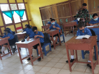 Ikut Cerdaskan Anak-anak Perbatasan, Satgas Yonif 407 Menjadi Gadik