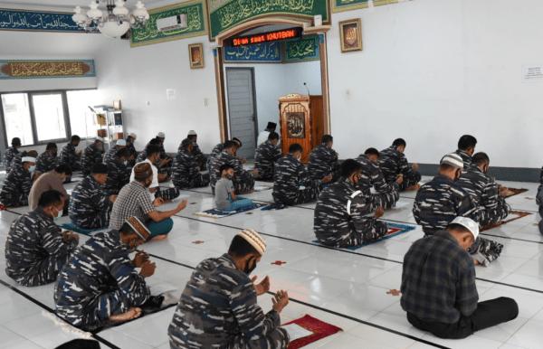 Keluarga Besar Lantamal XII Pontianak Melaksanakan Do'a dan Istighosah Untuk Keselamatan KRI Naggala 402