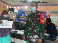 Lagi, Babinsa Koramil 02/Sungai Pinyuh Kawal Penyaluran BLT DD Tahap IV 2021