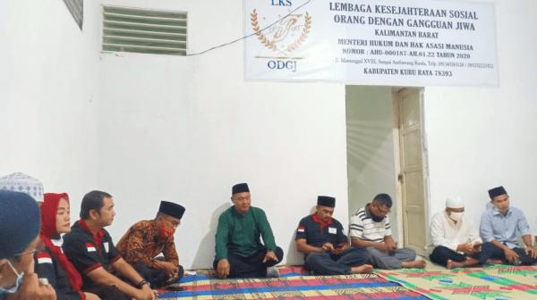 Lembaga Kesejahteraan Sosial ( LKS ) Orang Dengan Gangguan Jiwa ( ODGJ ) Sungai Ambawang Mengadakan Acara Buka Pusa Bersama Dengan Warga dan Diksos Kubu Raya