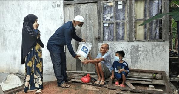 Tradisi Legaslator Partai Nasdem Bang Muhai dan Istri, Bagikan 3.000 Paket Lebaran