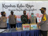 Kapolres Kubu raya Di Dampingi wakapolres lakukan Kunjungan Ke pos Pengamanan Pelabuhan rasau jaya