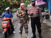 Rasa Empati Terhadap Pengendara FKPPI dan Polsek Pontianak Timur Bagikan Takjil