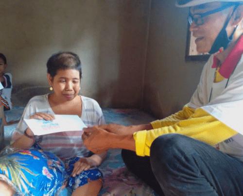 PERISAI Bali Serahkan Donasi untuk Penyandang Disabilitas Tunanetra, Ni Ketut Purnawati
