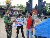 Tingkatkan Disiplin Prokes, Kudam XII/Tanjungpura Bagikan Masker kepada Masyrakat