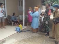 Babinsa Parit Banjar Dampingi Tim Tracer Cek Warga