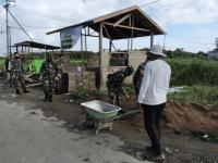 Prajurit Ajendam XII/Tpr Melaksanakan Pembangunan Pos Kampling Warga