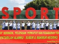 Wadan STTAL Olahraga Bersama Kasal serta Pejabat TNI AL di Kesatrian Marinir Surabaya