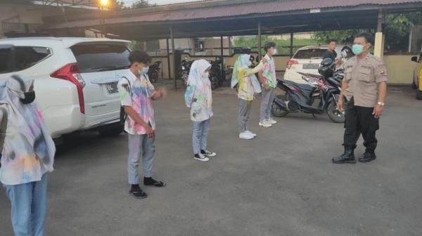 Polsek Sungai Ambawang Amankan Lima Pelajar Yang Melakukan Konvoi Setelah Penerimaan Kelulusan Sekolah