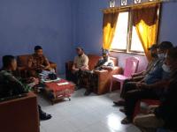 Jalin Silaturahmi Babinsa Sungai Kunyit Laksanakan Komsos Bersama Perangkat Desa
