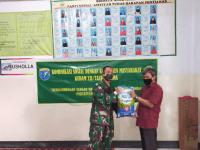 Komsos dengan Masyarakat Kudam XII/Tanjungpura Bagikan Sembako