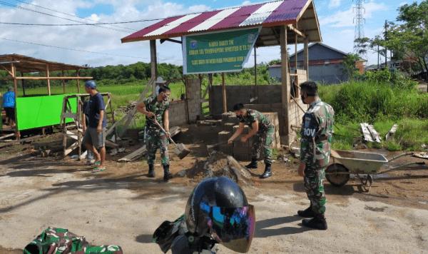 Bersama masyarakat Kudam XII/Tanjungpura Bangun Pos Kamling