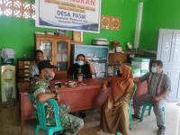 Babinsa Mempawah Hilir Komsos di Kantor Desa