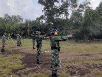 Personel Ajendam XII/Tanjungpura melaksanakan latihan menembak di Lapangan Tembak SPN