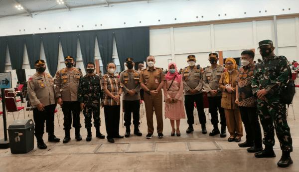 Wakapolda Banten Brigjen Pol Ery Nursatari Pantau Kegiatan Vaksinasi Massal Lansia