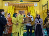 Berkunjung ke Keraton Kadriah, Ketua DPD RI Dapat Gelar Kehormatan Datuk dari Kesultanan Pontianak