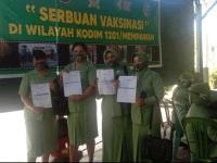 37 Ibu Persit dan Masyarakat Serbu Vaksin Masal di Kodim 1201/Mempawah