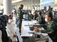 Tim Kesehatan Lantamal XII Dukung Serbuan Vaksinasi Massal di Kalbar